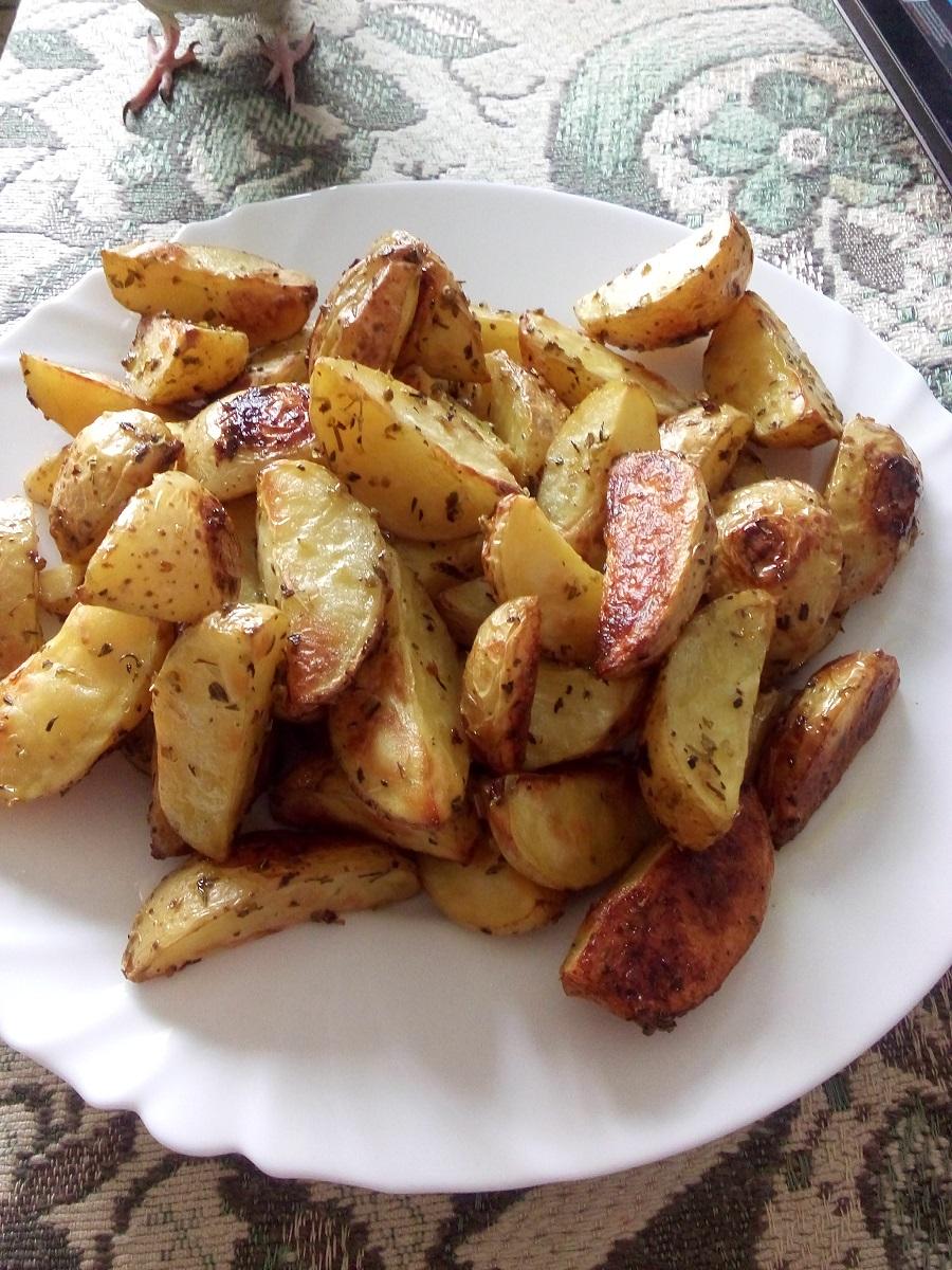 Картофель по деревенски.