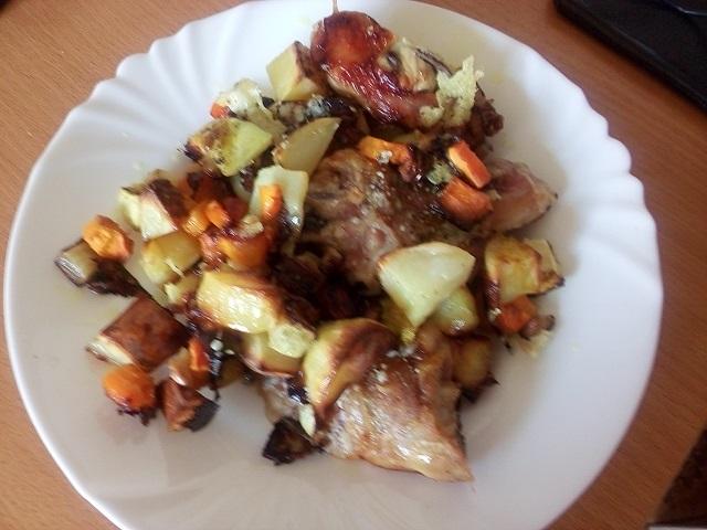 Курица с картошкой и кабачками запеченная