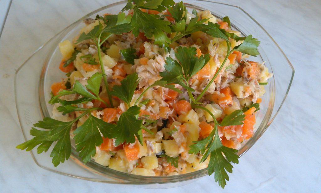 Слоеный салат с соленой семгой рецепт с фото