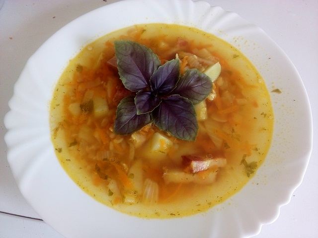 Гороховый суп с грудинкой.