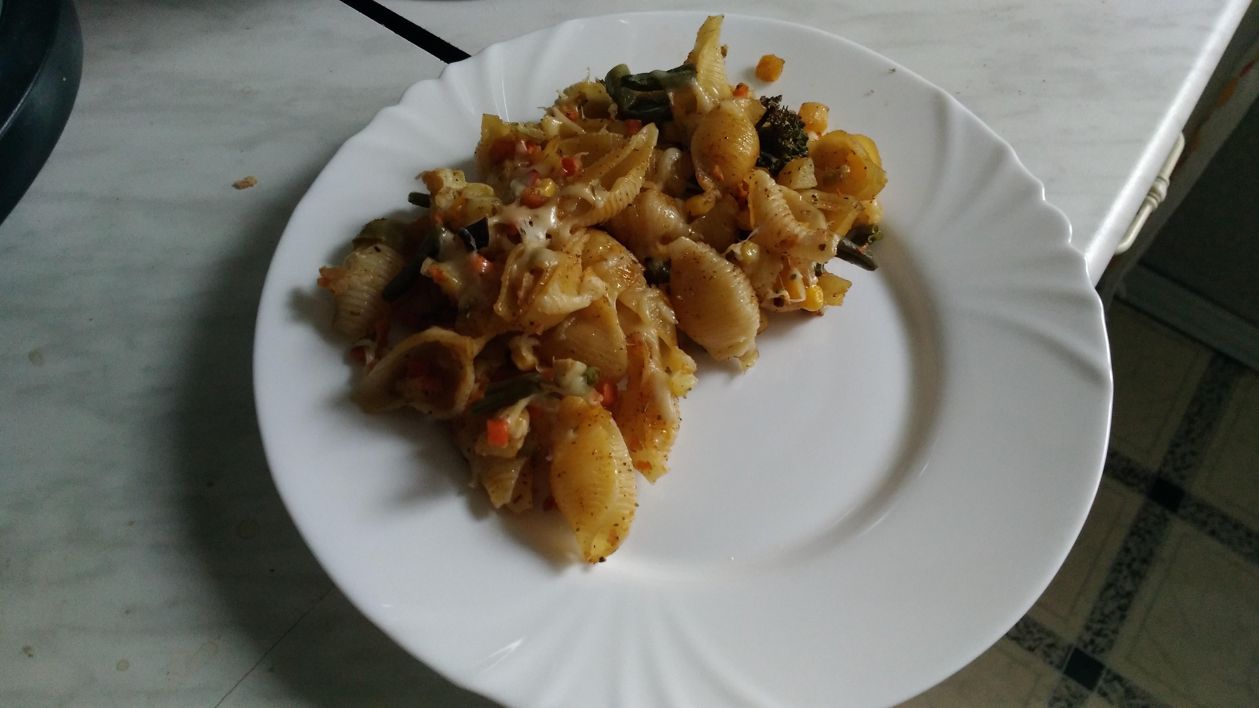 Ракушки с овощами и сыром