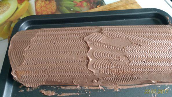 Рулет бисквитный с шоколадным кремом