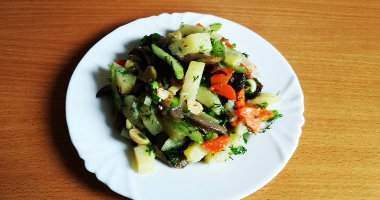 Салат Картофельный с грибами.