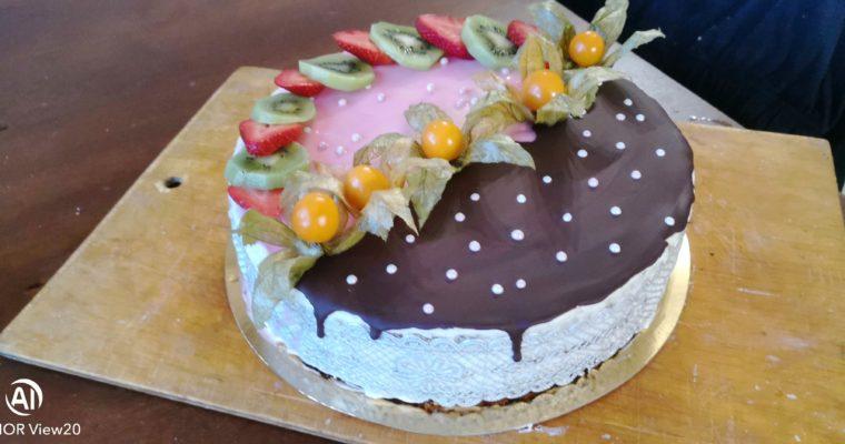 Торт с творожным кремом.